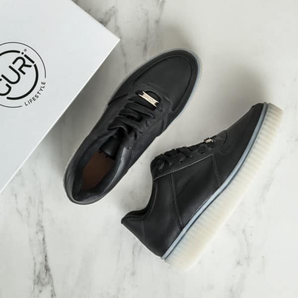Alternative image of the black shoes for women.