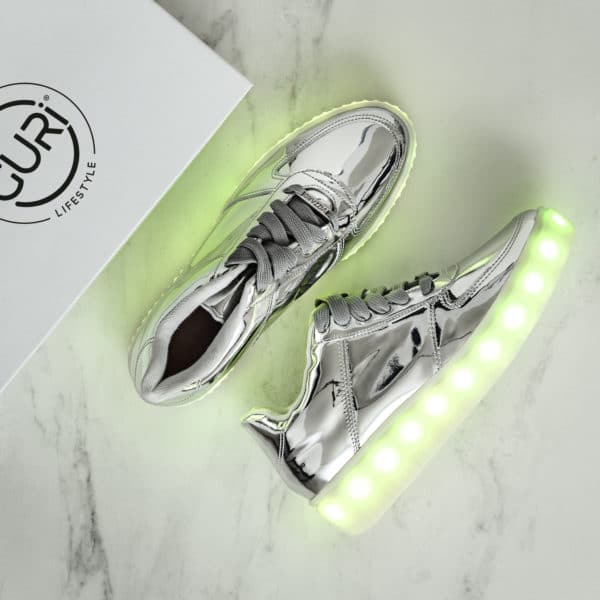 Alternative image of the space grey shoes for women, with its lights on.