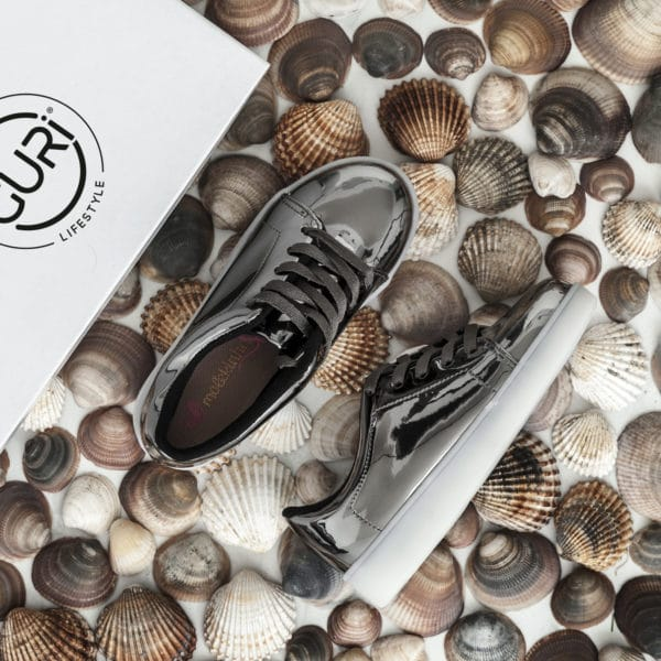 Alternative image of the space grey shoes for girls.