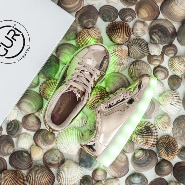 Alternative image of the rose gold shoes for girls, with its lights on.