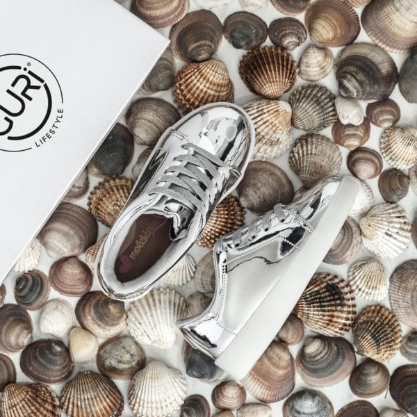 Alternative image of the silver shoes for girls.