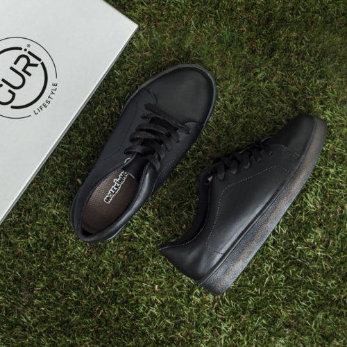 Alternative image of the black shoes for boys